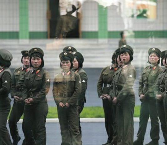 2017년 4월 13일 평양 려명거리 준공식에 참석한 북한의 여군들의 모습. (기사와 무관)/ 사진=연합