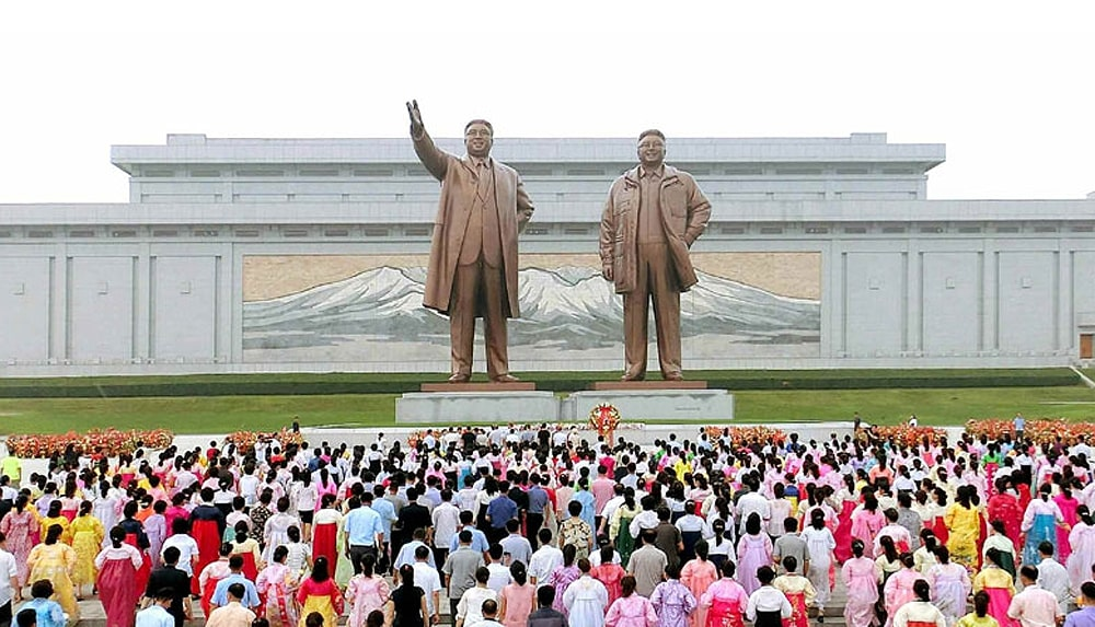 Statues of Kim Il Sung and Kim Jong Il at Mansudae Hill