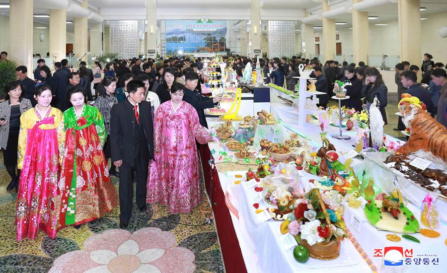 Sugar and Biscuit Sculpture exhibition held at Chongnyu Restaurant