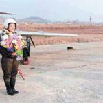 Kim Jong Un takes a phoot of the North Korea's first female fighter pilots in November 2014