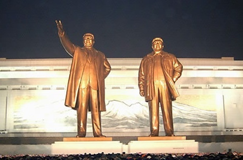 Statues of Kim Il Sung and Kim Jong Il in Pyongyang