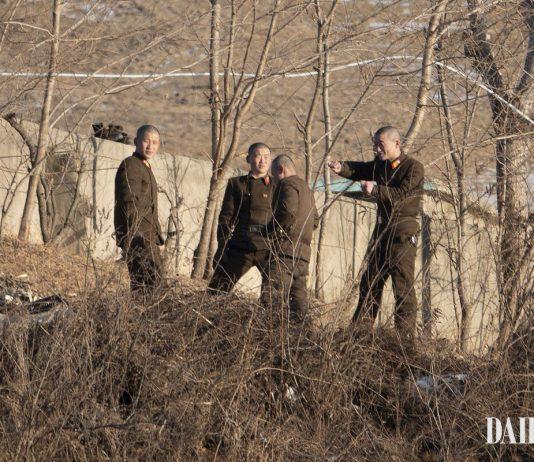 North Korean soldiers in Sakju County, North Pyongan Province covid-19 facilities