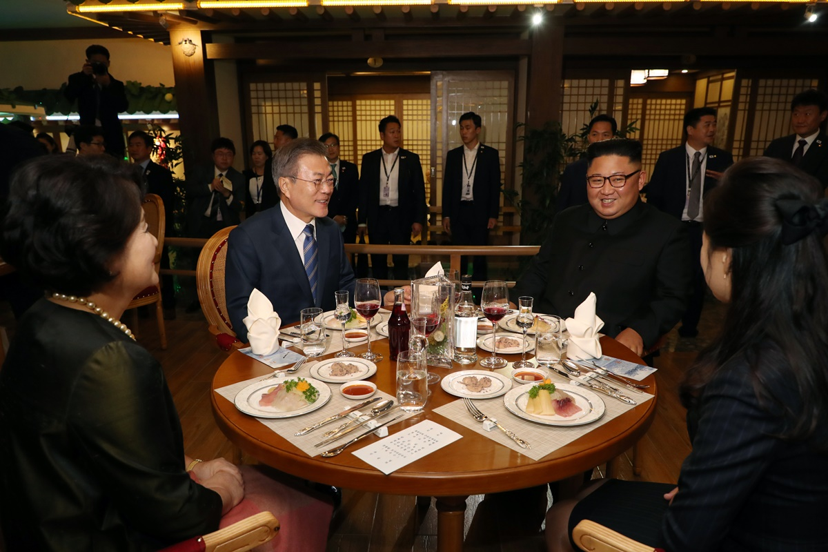Moon Jae In and Kim Jong Un during the September 2018 inter-Korean summit in Pyognyang