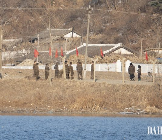 North Korean soldiers in Sakju County, North Pyongan Province