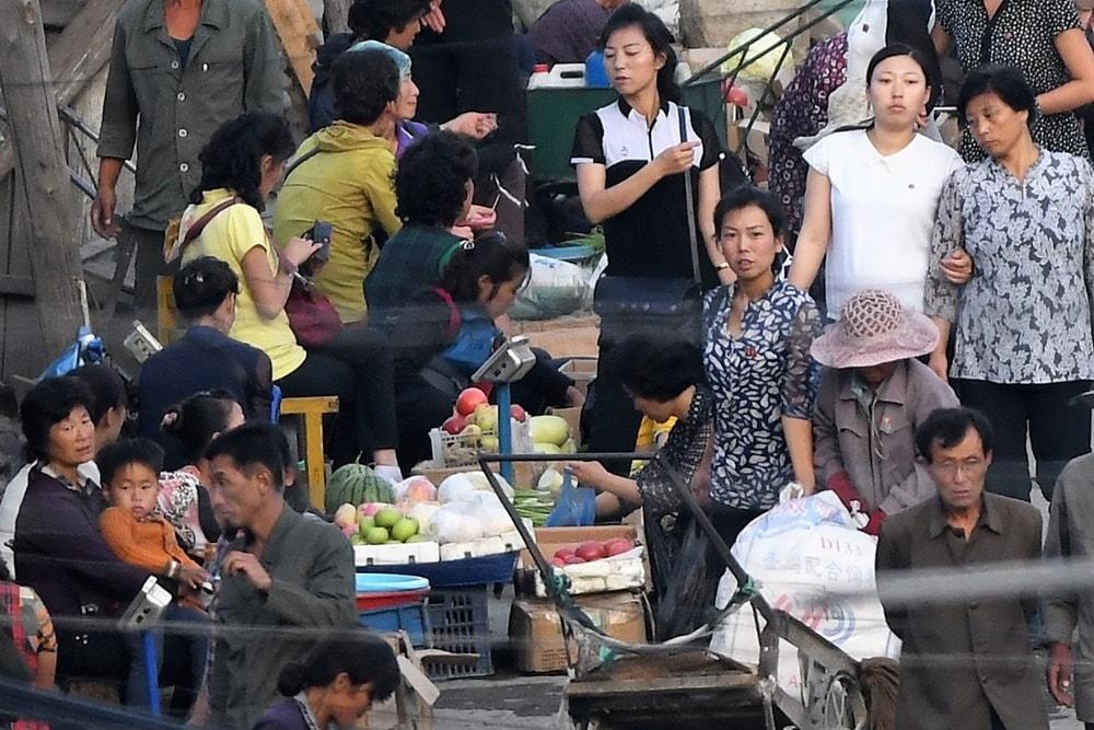 Street market in Hyesan, Ryanggang Province