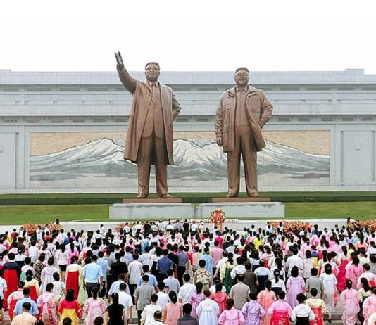 Statues of Kim Jong Il and Kim Il Sung