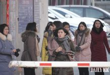 North Korean women in Dandong sojourn
