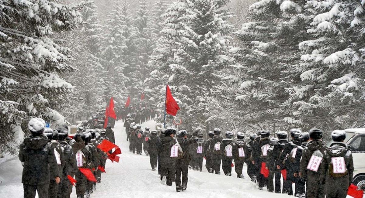 북한 청소년 학생 백두산 행군