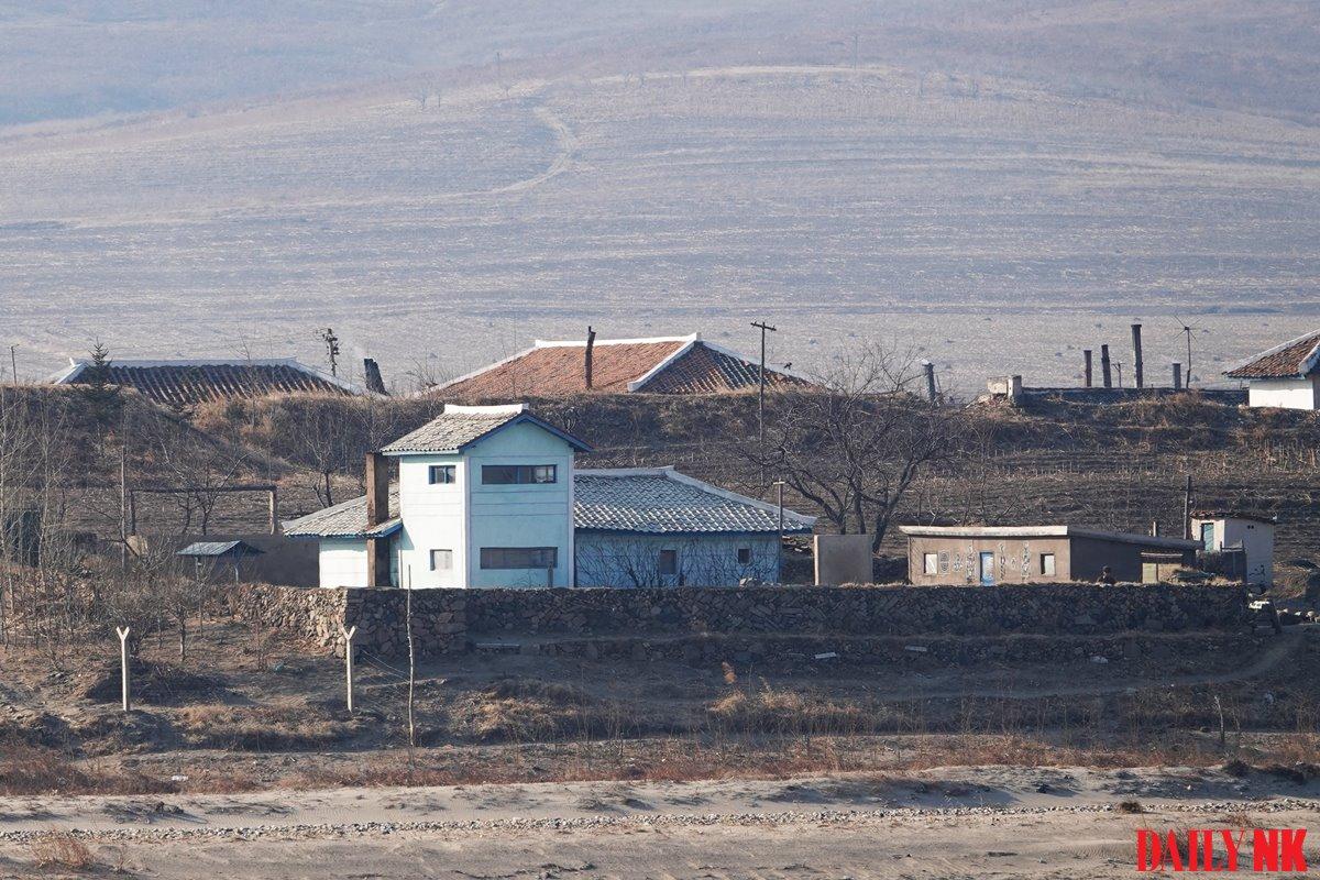 2019년 3월 함경북도 온성군 살림집 북한군 초소