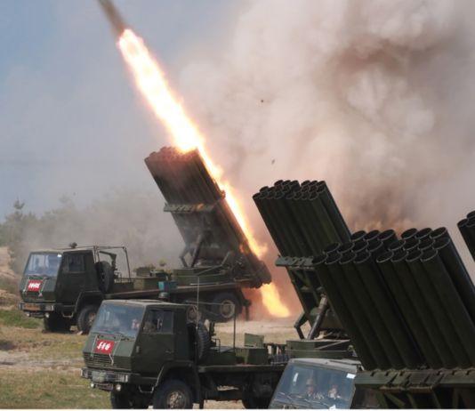 대구경 장거리 방사포와 전술유도무기 화력타격훈련
