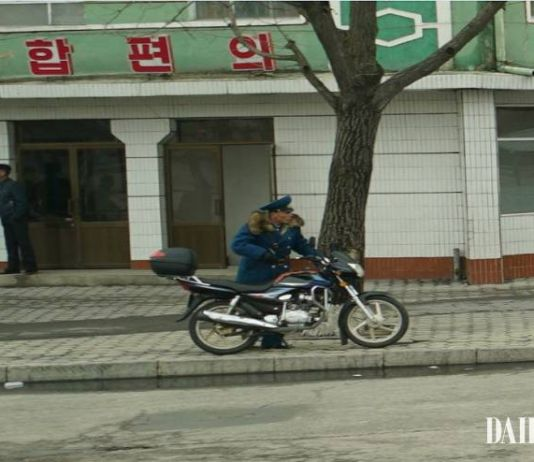 북한 교통보안원 오토바이