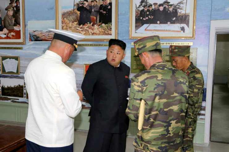 김정은 해군 부대 시찰