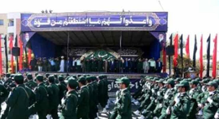 퍼레이드 중인 이란군대