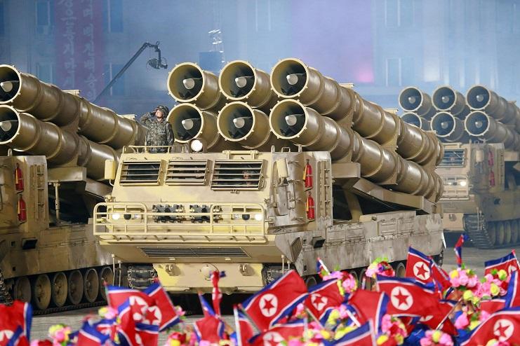 201010_열병식_발사관 6개 탑재 초대형방사포